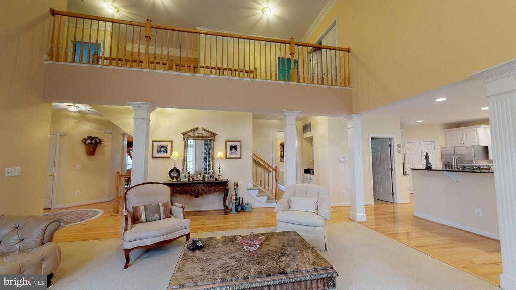 Oversized 2-story family room with catwalk above - 47285 OX BOW CIR, STERLING