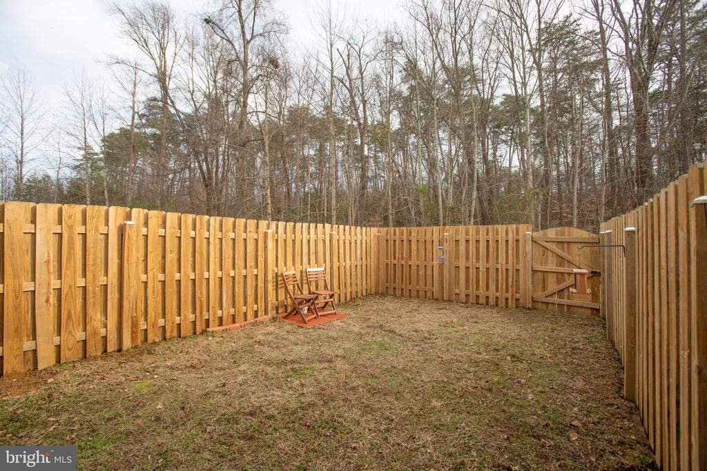 Private fenced back yard with view of trees - 9710 W MIDLAND WAY, FREDERICKSBURG