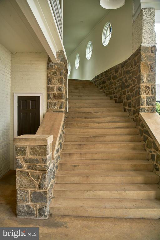 Stairs to/from upper and lower level patios - 2701 HUME DR #PH3, SILVER SPRING