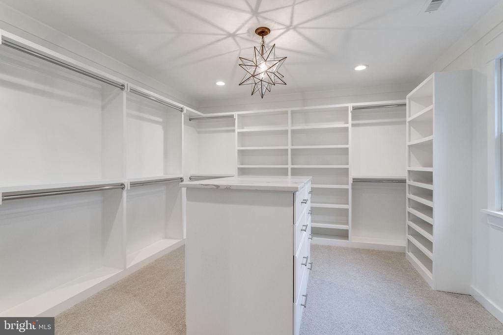 Owner's walk-in closet - 10317 BURKE LAKE RD, FAIRFAX STATION
