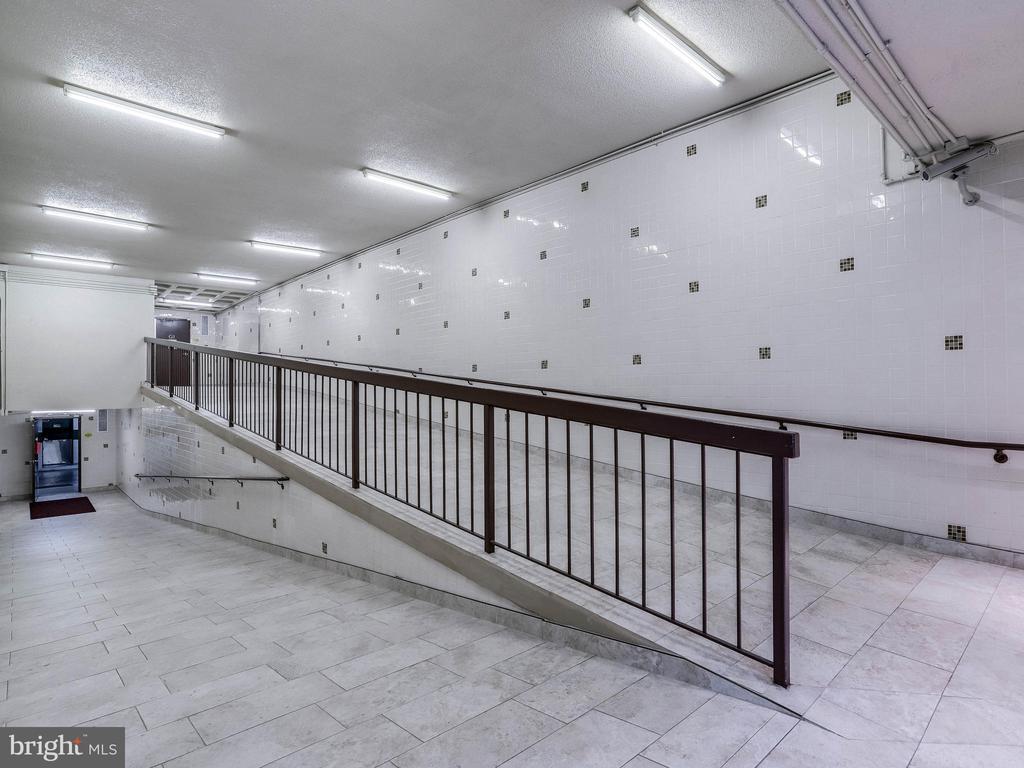 Garage pedestrian area - 5500 HOLMES RUN PKWY #1517, ALEXANDRIA