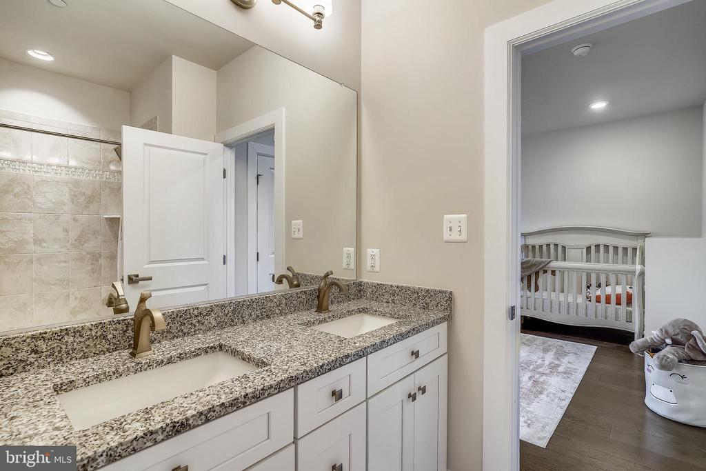 Buddy Bath, Double Bowl Sinks & Granite Counter - 6141 FALLFISH CT, NEW MARKET