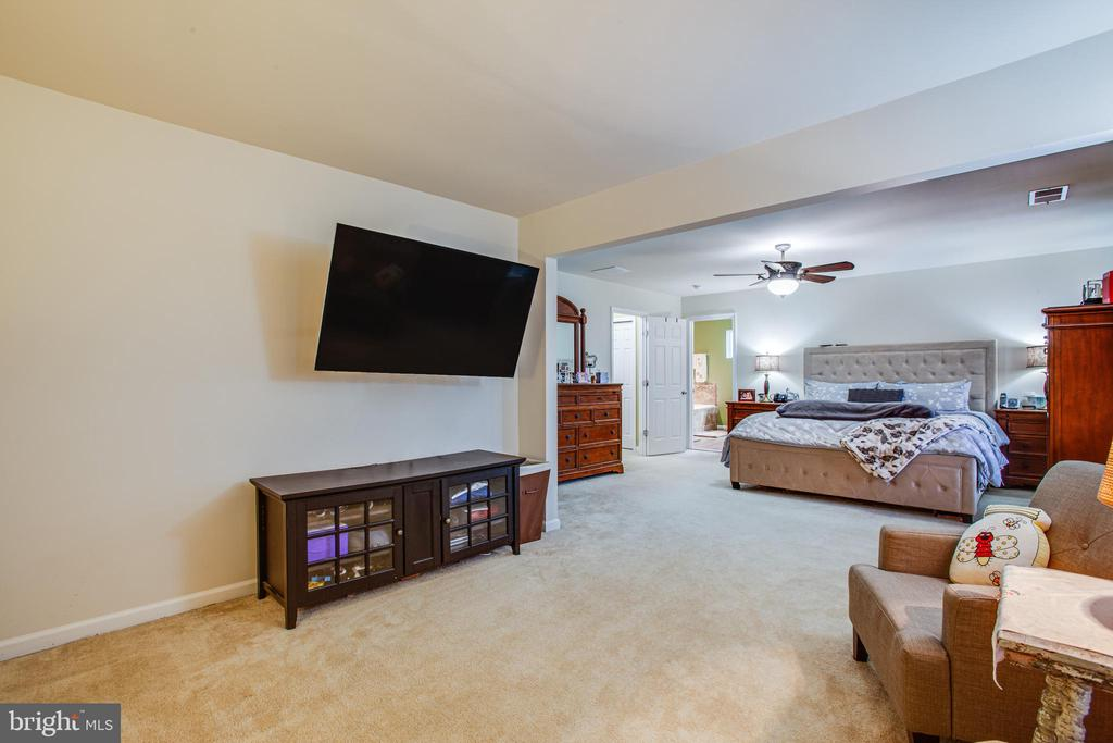 Master Bedroom with sitting area - 24 IVY SPRING LN, FREDERICKSBURG