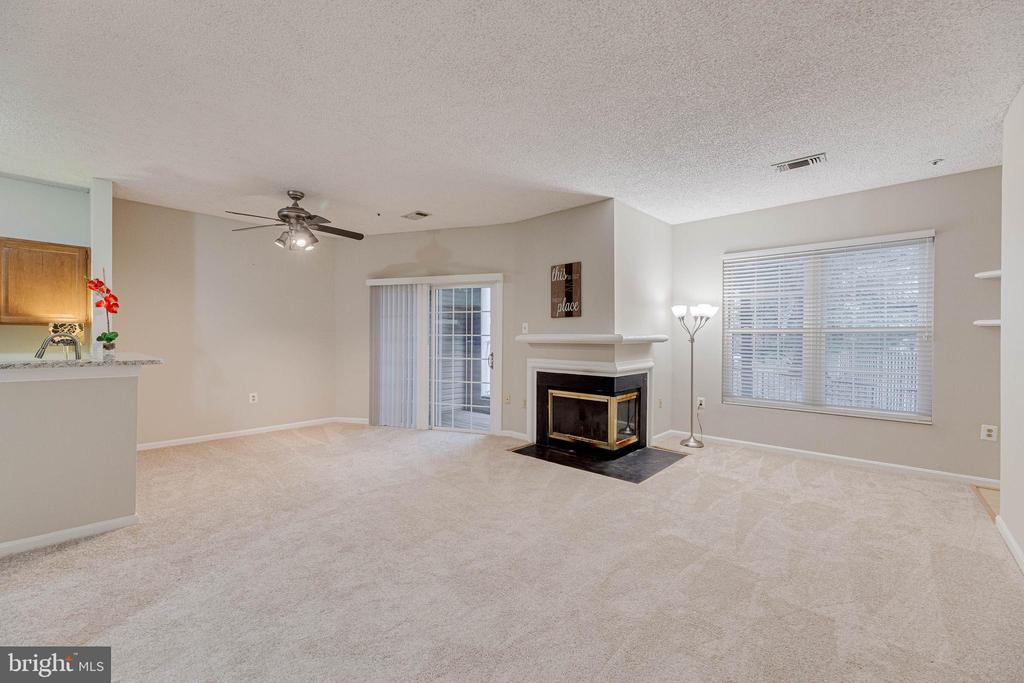 Living Room/ Dining Room combo with fireplace - 287 S PICKETT ST #202, ALEXANDRIA
