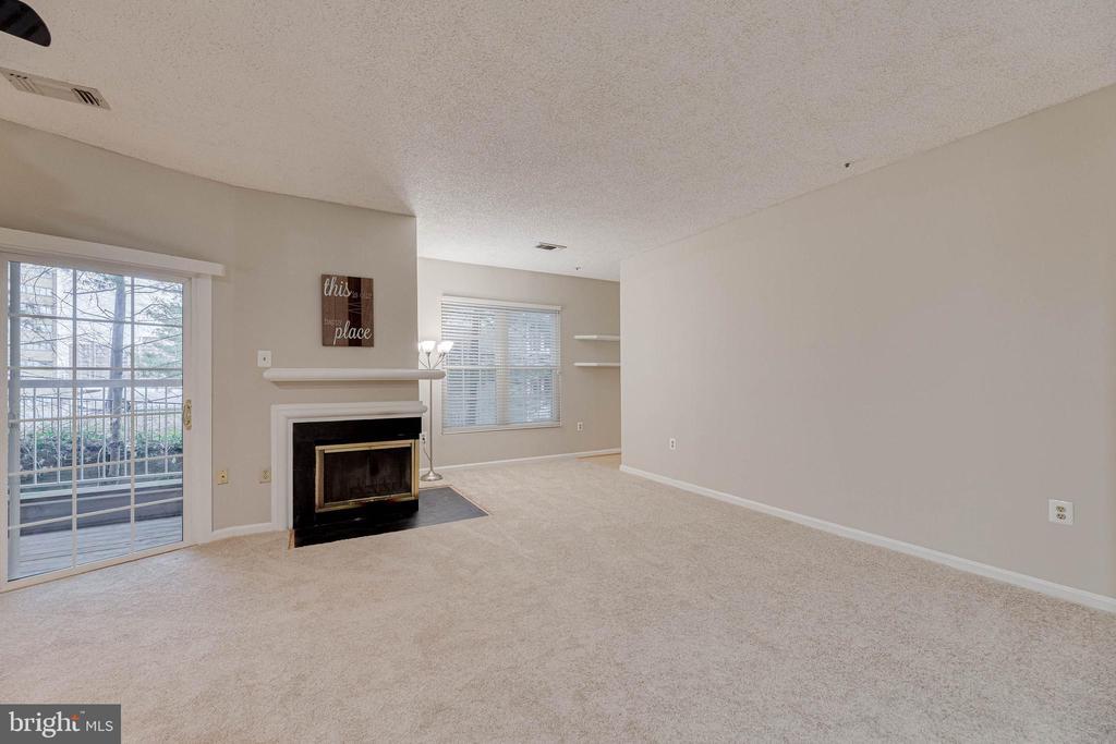 Good sized living area - 287 S PICKETT ST #202, ALEXANDRIA