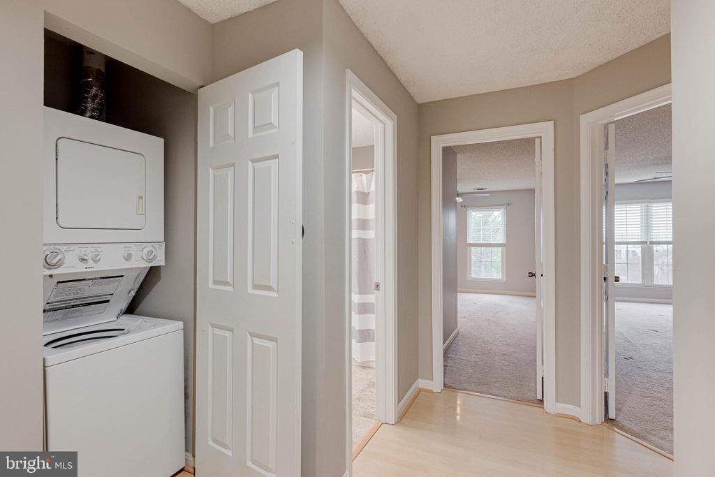 Washer/ Dryer in hall - 287 S PICKETT ST #202, ALEXANDRIA