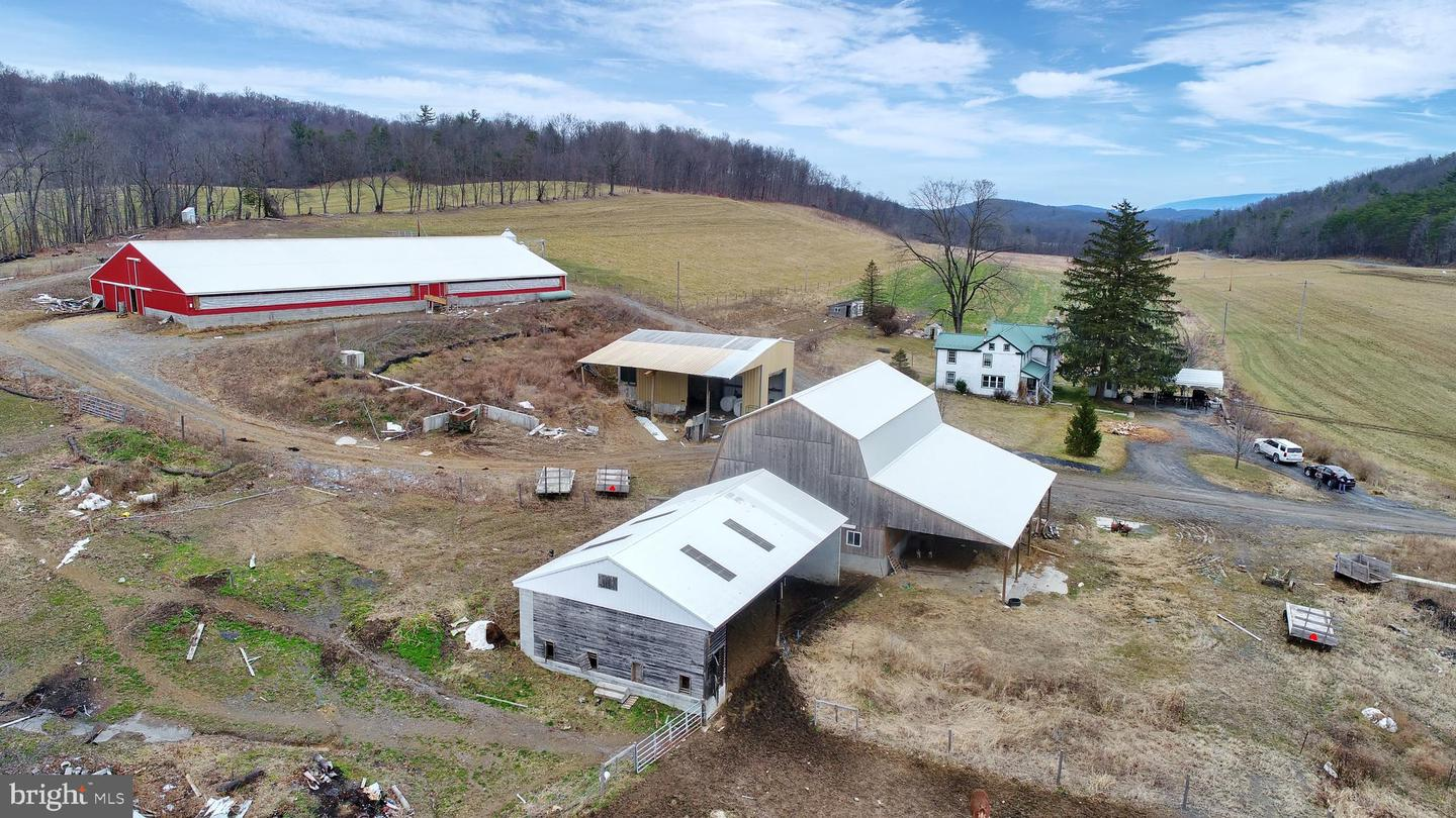 Single Family Homes pour l Vente à Honey Grove, Pennsylvanie 17035 États-Unis