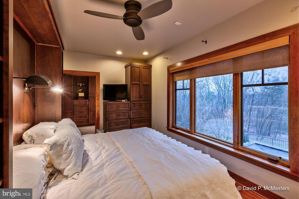 Master bedroom King size cherry built ins - 212 CICADA DR, MARTINSBURG