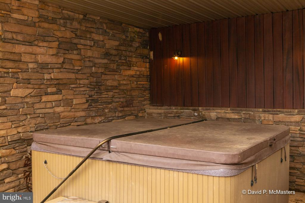 Covered hot tub accessible from courtyard - 212 CICADA DR, MARTINSBURG