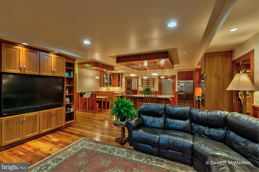 Family room #1 opens to kitchen - 212 CICADA DR, MARTINSBURG