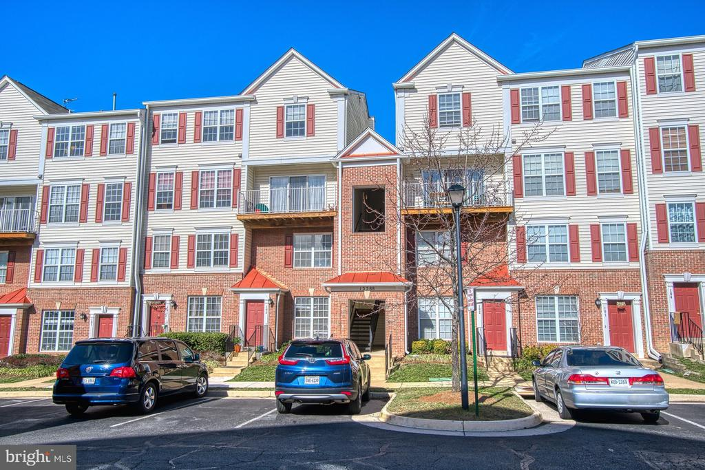 Ideal Location -Walking distance to Village Center - 13388 SPOFFORD RD #304, HERNDON