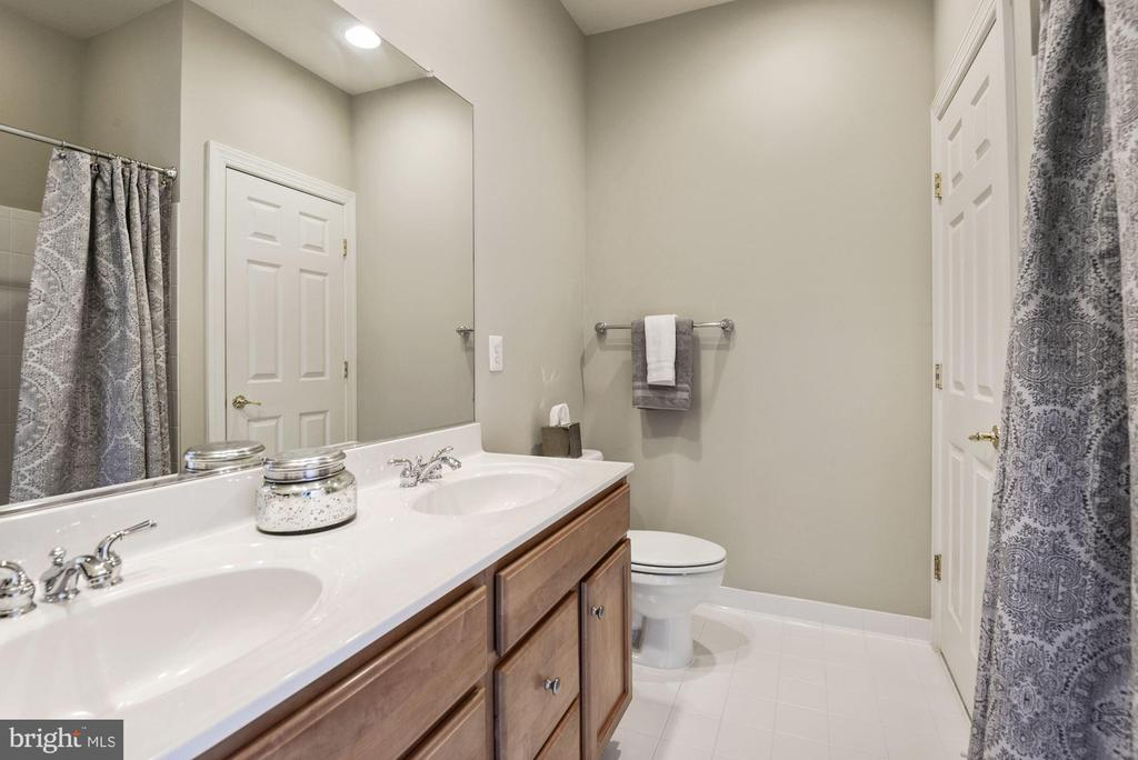 Full Bathroom #4 for Bedroom #4 and Den - 43265 OVERVIEW PL, LEESBURG