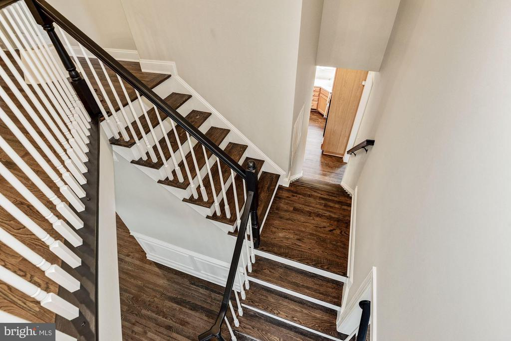 Newly Refinished Stairs with Matching Bannisters - 43265 OVERVIEW PL, LEESBURG