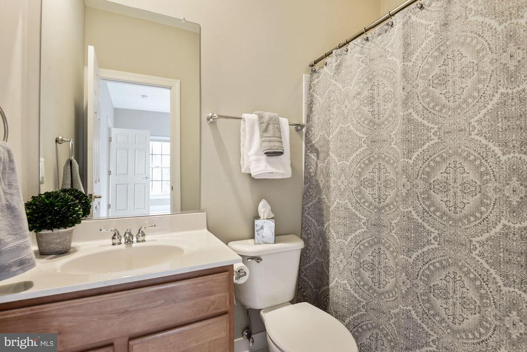 Full Bath for Bedroom #2 - 43265 OVERVIEW PL, LEESBURG