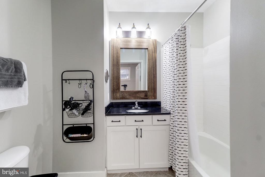 TubShower Bathroom - 1425 11TH ST NW #103, WASHINGTON