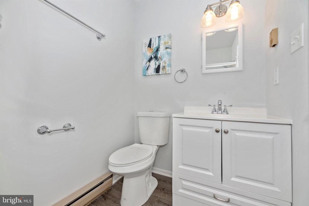 Full Bathroom - 76 WENNER DR, BRUNSWICK