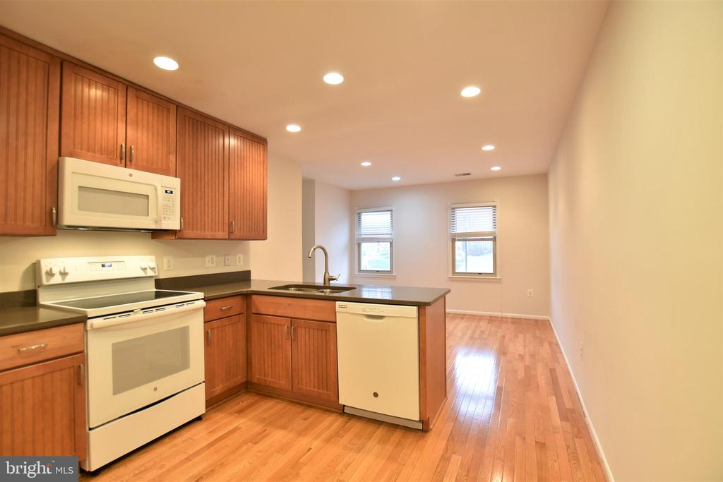 Kitchen - 7839 CODDLE HARBOR LN #22, POTOMAC