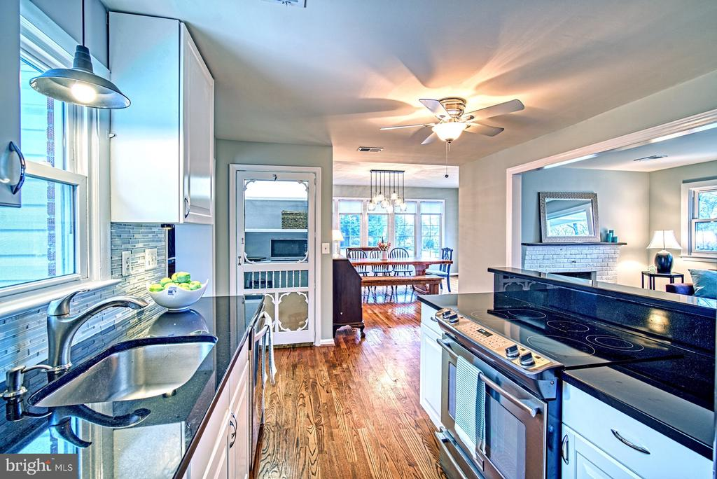 Line of sight is perfect from the kitchen! - 4102 POPLAR ST, FAIRFAX