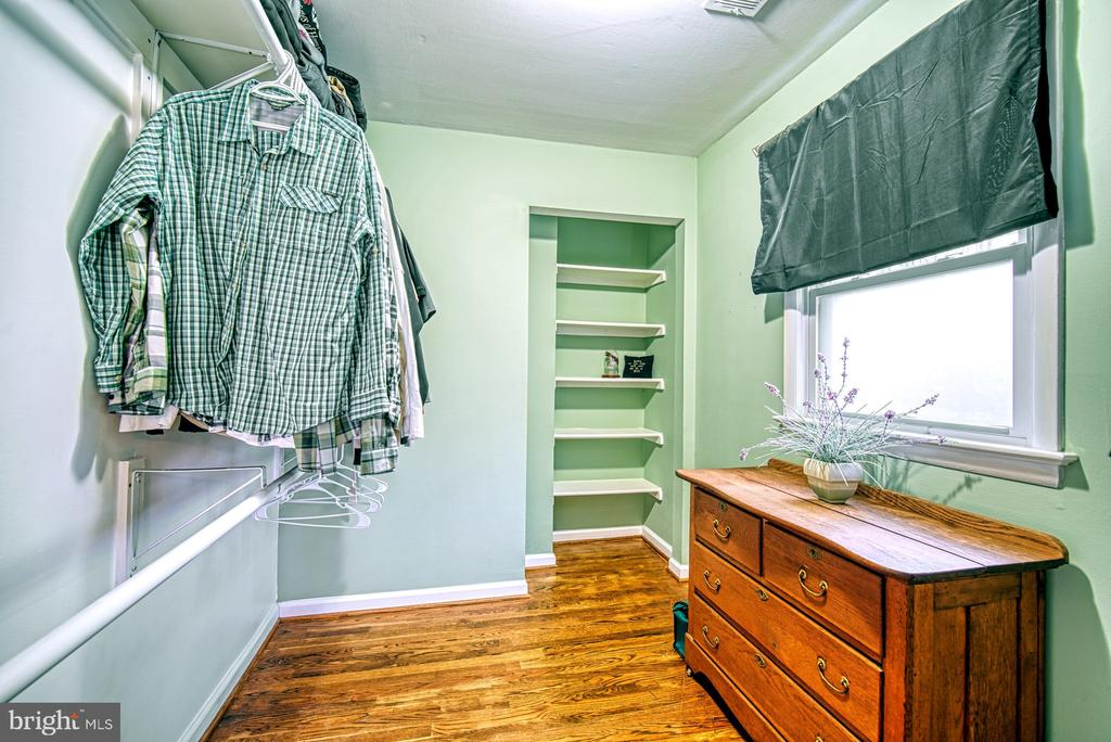 This walk in closet/dressing room is huge! - 4102 POPLAR ST, FAIRFAX