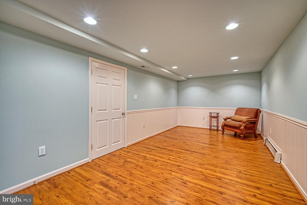 Imagine the options for this space! - 4102 POPLAR ST, FAIRFAX