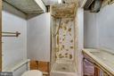 Inoperable lower level full bath - 7358 SHENANDOAH AVE, ANNANDALE