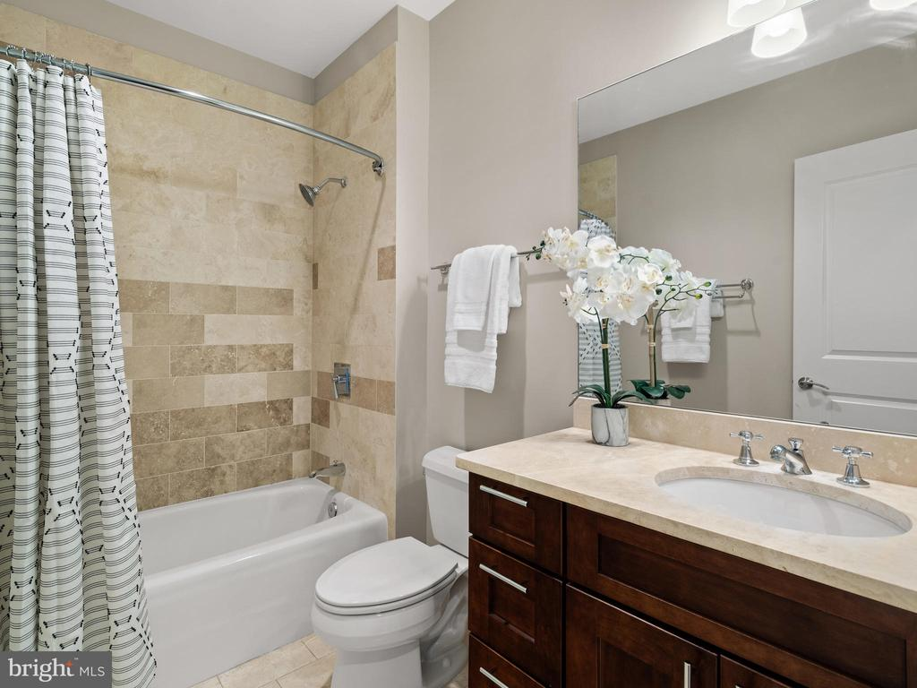 Top of the line finishes - Main level full bath - 215 I ST NE #402, WASHINGTON