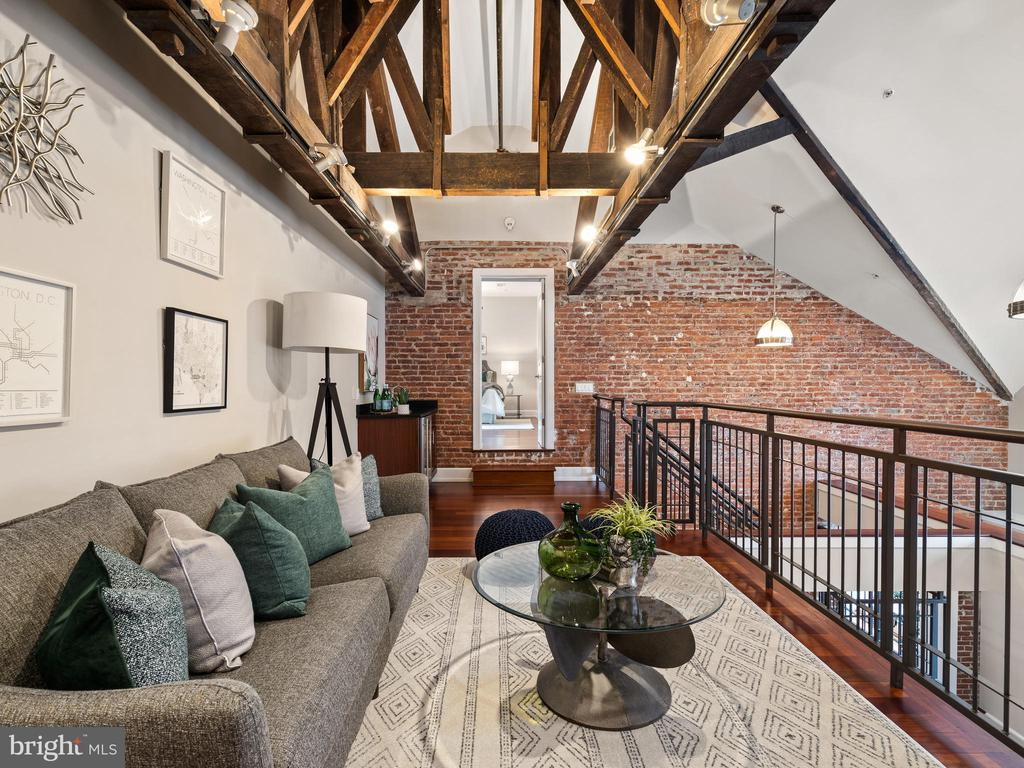 Exposed beams - 215 I ST NE #402, WASHINGTON