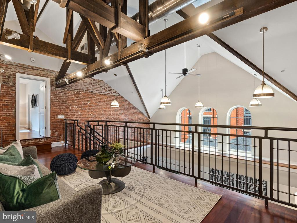 Light filled loft - 215 I ST NE #402, WASHINGTON
