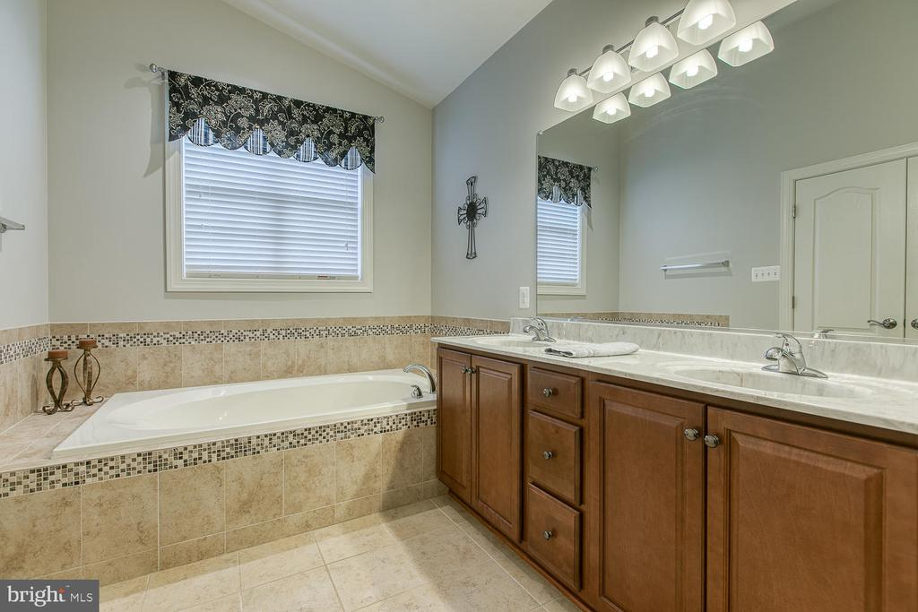 Master bath with double vanite - 35 DONOVAN LN, STAFFORD