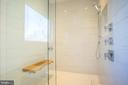 Rain head, hand held showers, teak bench - 114 TAPAWINGO RD SW, VIENNA