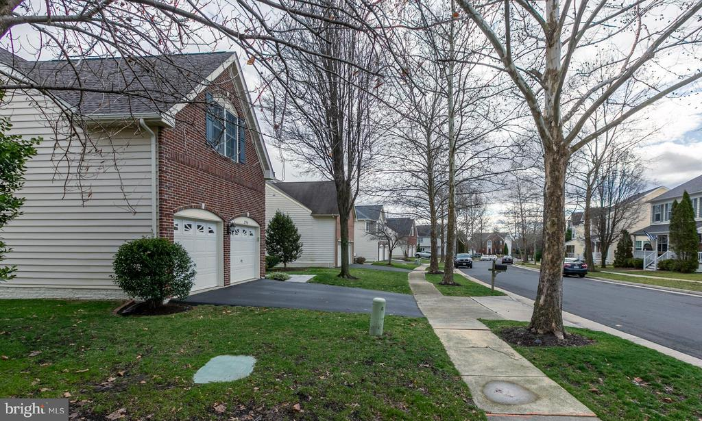 - 25968 HARTWOOD DR, CHANTILLY