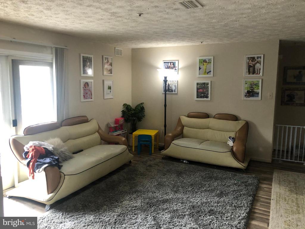 Living Room - 12205 SAINT PETER CT #H, GERMANTOWN