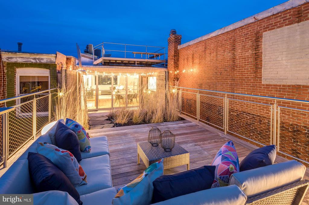 Enchanting Roof Top Deck - 2113 S ST NW, WASHINGTON