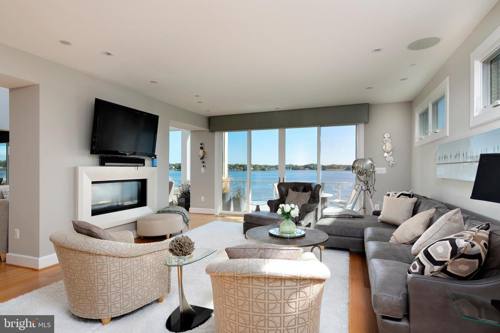 Family room views- - 740 S RIVER LANDING RD, EDGEWATER
