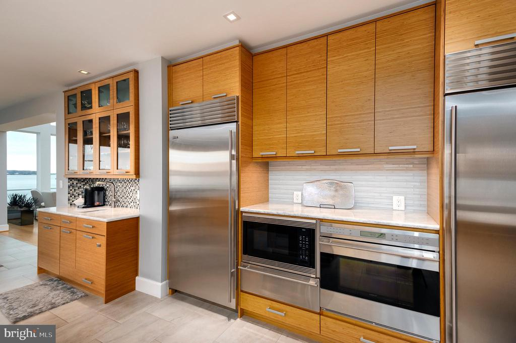 Sub Zero Refrigerator,  double ovens, warming tray - 740 S RIVER LANDING RD, EDGEWATER