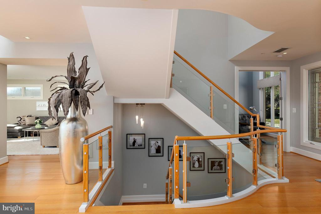 Custom staircase (glass) - 740 S RIVER LANDING RD, EDGEWATER