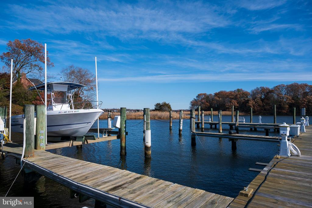 Deeded 50 ft slip with lift, prime location - 740 S RIVER LANDING RD, EDGEWATER