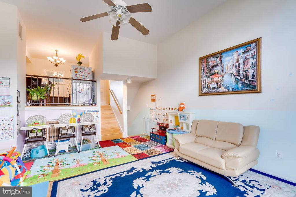 living room - 2037 N CAMERON ST, ARLINGTON