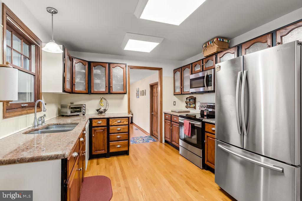 Microwave, refrigerator, dishwasher, Stove - 115 GOLD RUSH DR, LOCUST GROVE