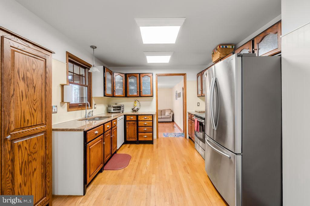 Kitchen with hardwood floors - 115 GOLD RUSH DR, LOCUST GROVE