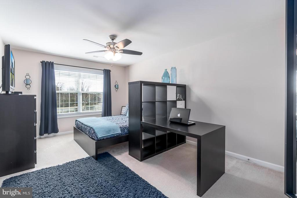 Large spacious Bedroom offers Room Galore - 64 SANCTUARY LN, STAFFORD