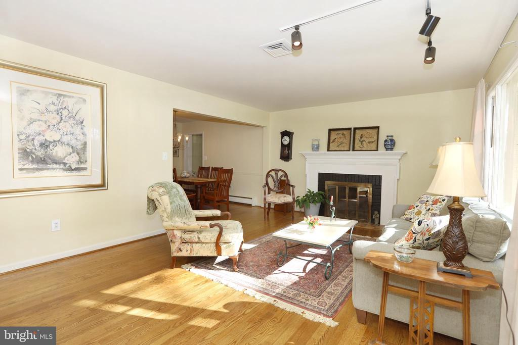 Living   Room with hardwood floors and fireplace - 9020 SOUTHWICK ST, FAIRFAX
