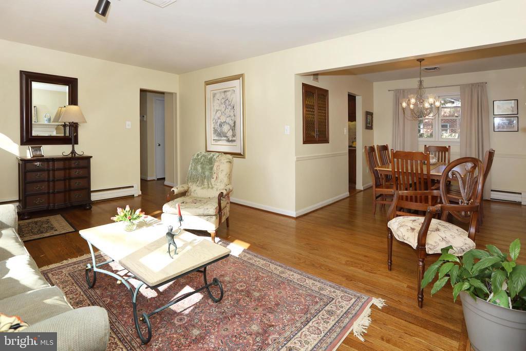 Living Room - 9020 SOUTHWICK ST, FAIRFAX