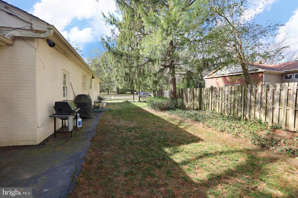 Back yard - 9020 SOUTHWICK ST, FAIRFAX