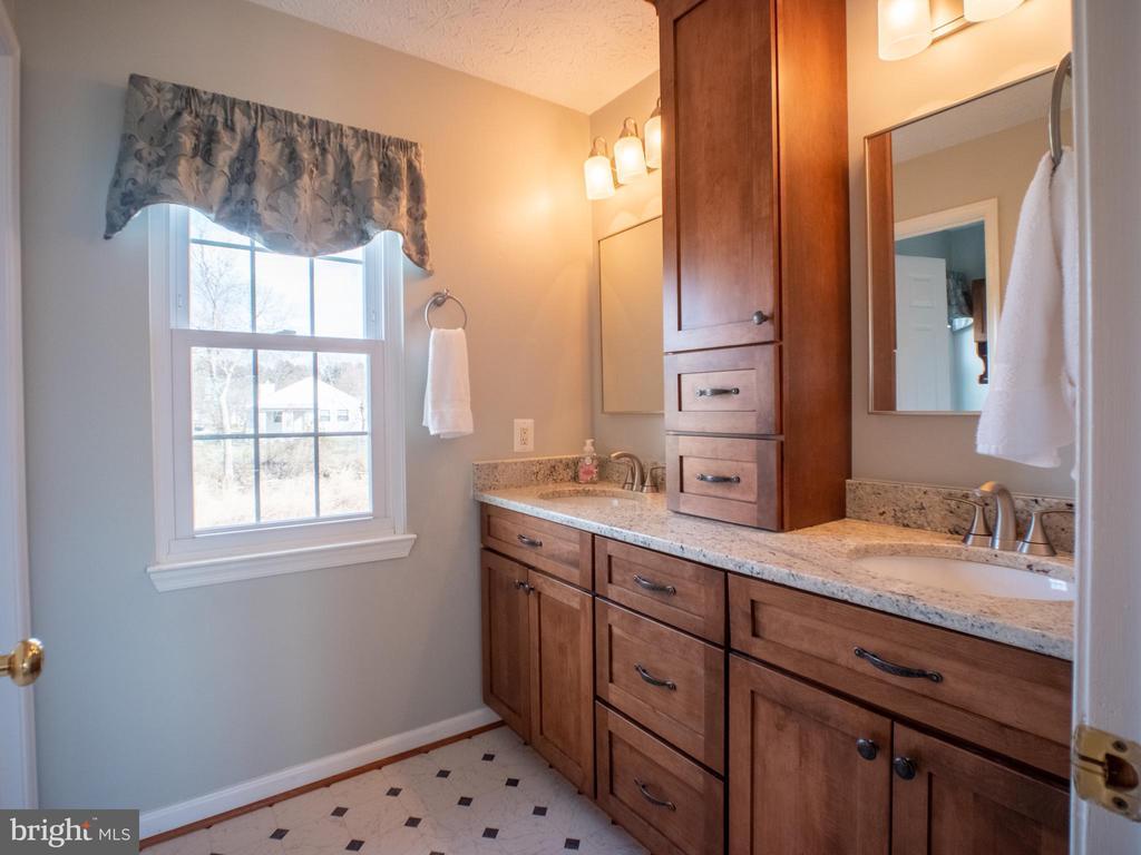 Master Bathroom.  Matched to Kitchen - 7045 ALLINGTON MANOR CIR E, FREDERICK