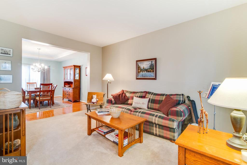 Private living room /dinning room off main entry - 2472 TRIMARAN WAY, WOODBRIDGE
