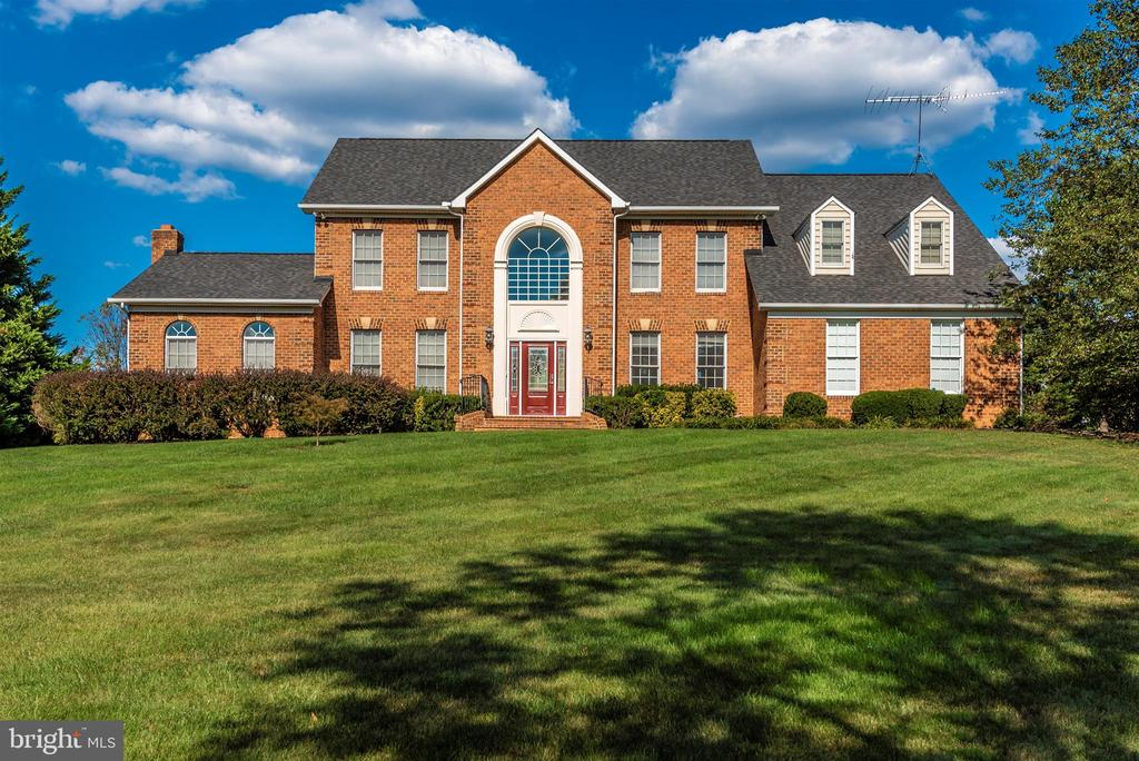Spacious with Upgrades Throughout! - 5221 MUIRFIELD DR, IJAMSVILLE
