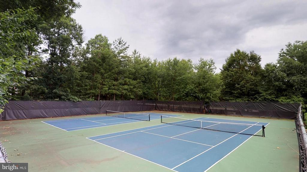 Community Tennis - 47747 BRAWNER PL, STERLING