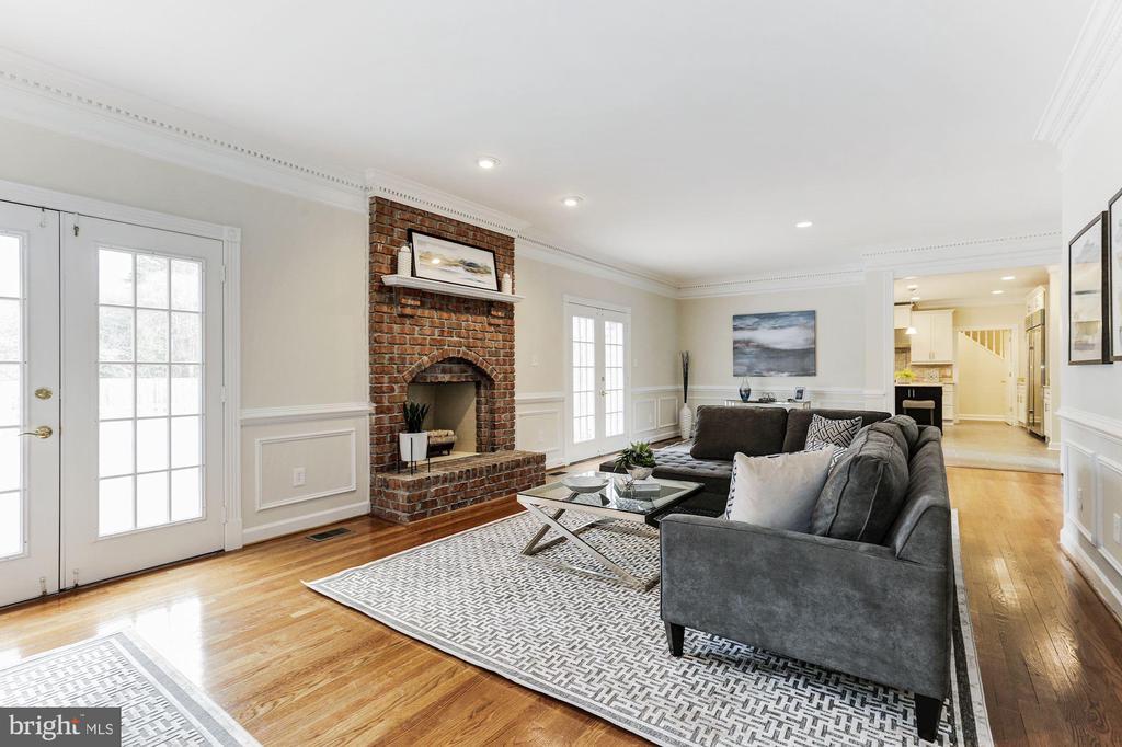 Living Room - 7812 SWINKS MILL CT, MCLEAN