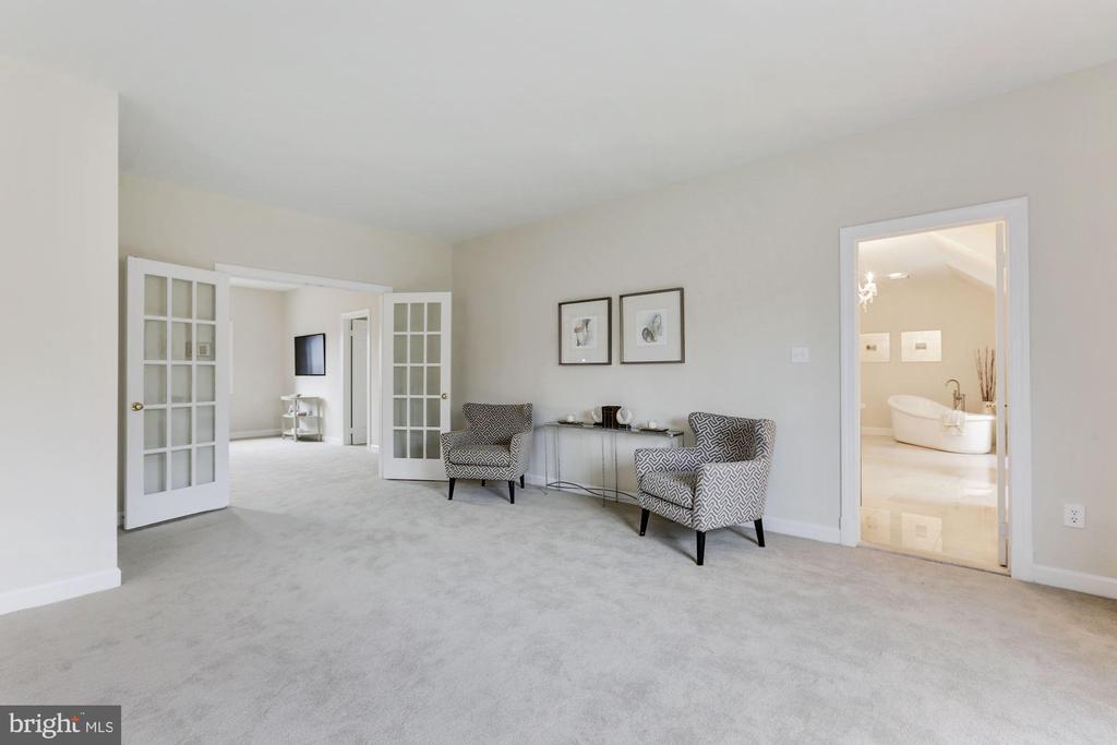 Master Bedroom - 7812 SWINKS MILL CT, MCLEAN
